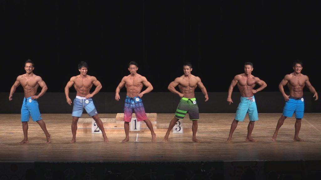 オールジャパン・メンズフィジーク選手権でポージングをする6人の選手