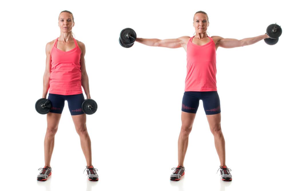 サイドレイズで肩を鍛える女性