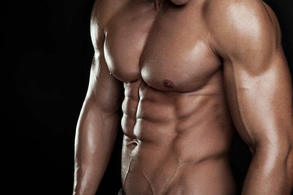 大胸筋が発達した男性